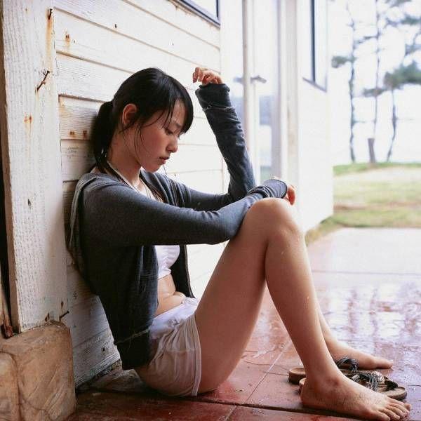 メンヘラ芸能人の過激水着画像と美少女画像