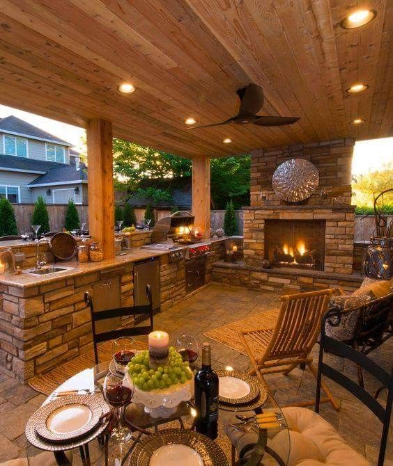 Exceptionnel Outdoor Kitchen With Dining And Fireplace Nook