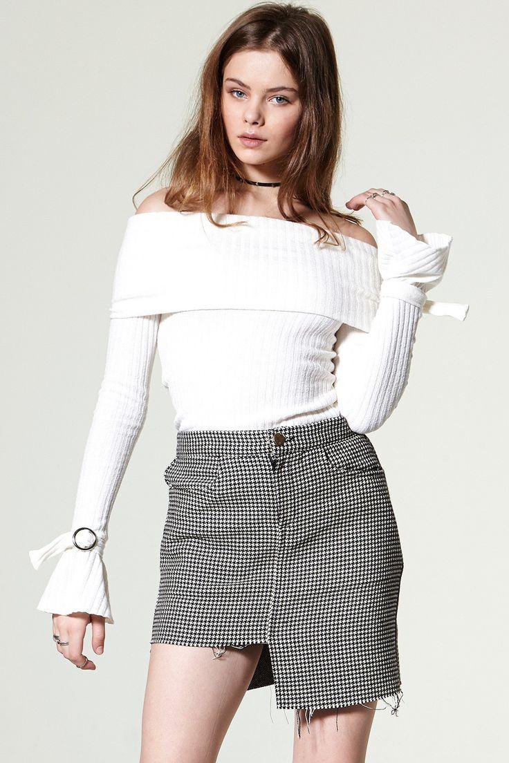 Deni Unbalance Check Skirt Discover the latest fashion trends online at storets.com #skirt #checkskirt #miniskirt