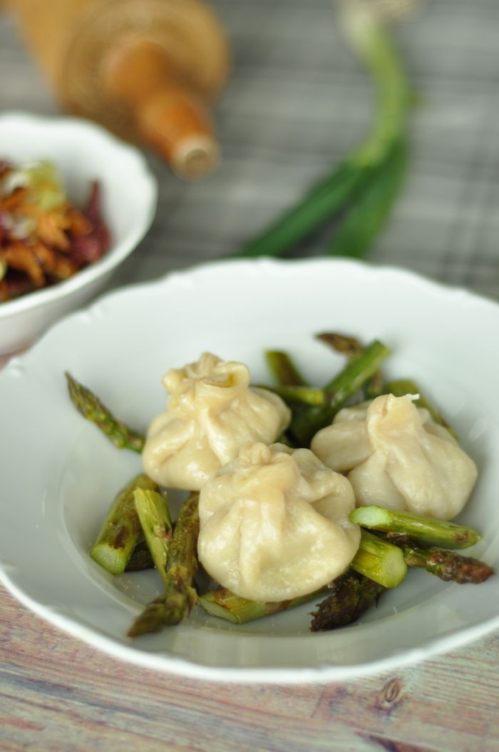 Rezept: Selbstgemachte Dumplings aus dem Dampfgarer auf Spargel                                                                                                                                                      More