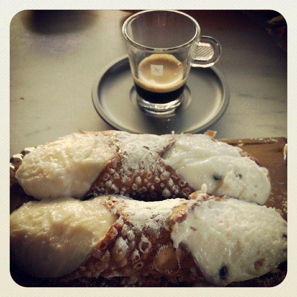 I mitici cannoli siciliani! #cannolo #sicilia #dolci