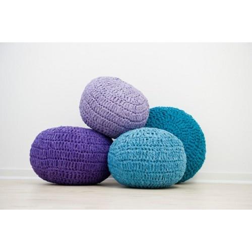 Poefjes van Sebra, gehaakt en in de kleuren, paars en blauw! Ze zijn super leuk voor in de kinderkamer maar ook voor in je woonkamer!!!
