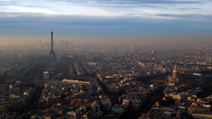Parigi rende il servizio di trasporto pubblico gratuito, causa inquinamento