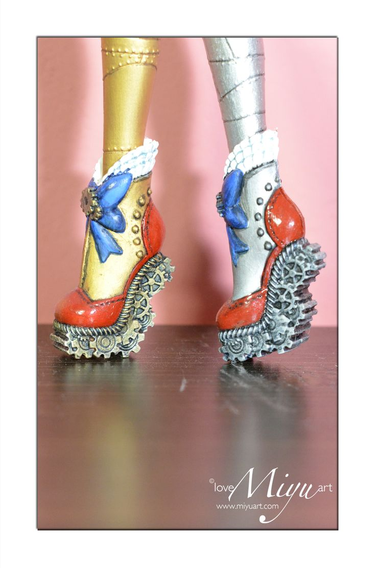 Monster High Robecca Shoes
