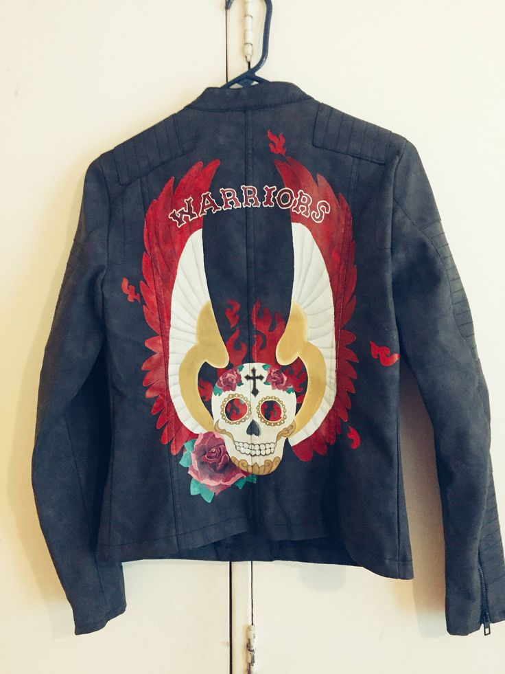Custom leather jacket handpainted and personalized for original fashion piece and unique women de FabricsTattoo en Etsy https://www.etsy.com/es/listing/568155415/custom-leather-jacket-handpainted-and