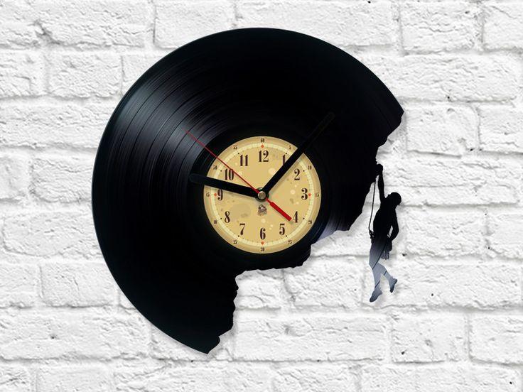 Kletter+Vinyl-Schallplatte+Uhr+von+The+Vinyl+Eaters+auf+DaWanda.com
