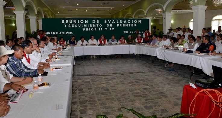 """El gobernador Javier Duarte de Ochoa, señaló que los resultados obtenidos después de la contingencia permiten mandar un claro mensaje de coordinación, de trabajo en equipo, """"porque cuando los que tenemos un mandato popular hacemos lo que nos corresponde, aun ante la situación más complicada, podemos salir adelante. Así lo ha demostrado la historia de Veracruz""""."""