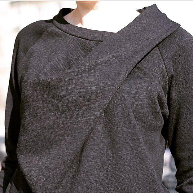 Sublime sweat #bowline de chez @papercutpatterns réalisée par les talentueuse @ateliersvila .. Merci pour cette sublime photo de notre tissu sweat noir chiné ❤️❤️ #regram #patron #pattern #sweat #noir #noirchiné #prettymercerie #mercerie #mercerienligne #mode #tendance #molleton #sew #handemade #fabric #fashion #faitmain #tissu #tissuaddict #love #detail #chiné #diy #couture #coutureaddict