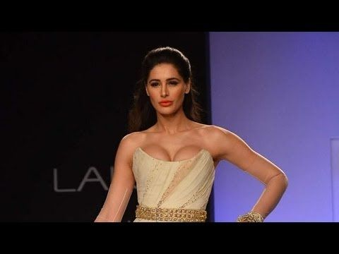 Sexy Nargis Fakhri at Lakme Fashion Week Video