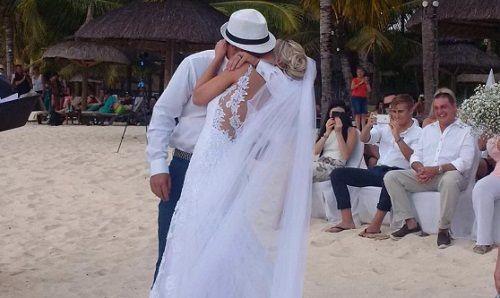 In Pics: South Africa Cricketer Quinton de Kock Marries Girlfriend Sasha Hurly - http://www.tsmplug.com/cricket/in-pics-south-africa-cricketer-quinton-de-kock-marries-girlfriend-sasha-hurly/