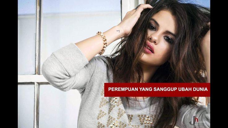 Selena Gomez kini kembali meraih prestasi. Penyanyi berusia 25 tahun itu masuk dalam daftar Perempuan yang Sanggup Ubah Dunia versi majalah Time. Pelantun hits 'Fetish' itu adalah satu di antara 46 orang yang masuk daftar 'FIRSTS' project majalah Time. Project ini...