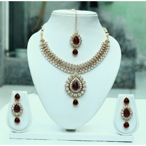Largest online marketplace for unique Indian products with more than 300,000+ jewellery, sarees, salwar suits and handmade and natural products. It is ETSY of India.