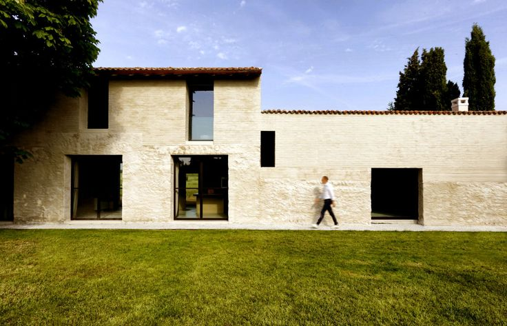 project: Country house author: Filippo Bricolo Architect location: Sommacampagna, Verona, Italy You can see all the reportage on our website www.atelierxyz.info #atelierXYZ