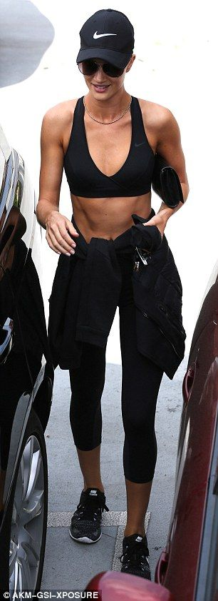 Rosie Huntington-Whiteley flashes stomach following workout in West Hollywood | Daily Mail Online