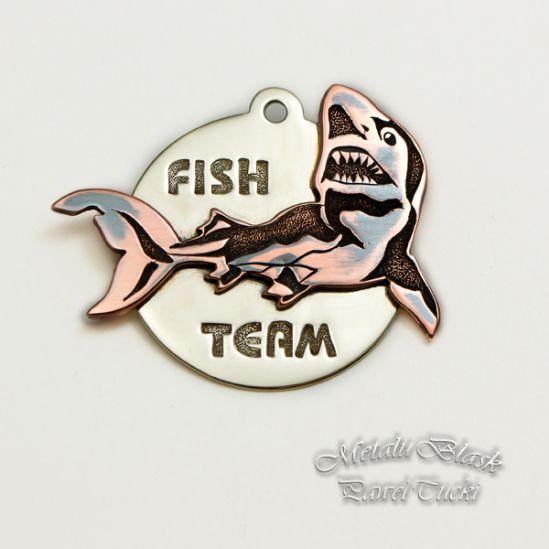 """Brelok na zamówienie właściciela sklepu wędkarsko zoologicznego """"FISH"""". #hand_engraving #pawel_tucki #grawerowanie"""