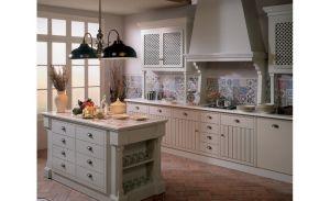 A konyhabútor a konyha legfőbb látványeleme, a konyhapultok és munkafelületek burkolata pedig leghangsúlyosabb design eleme.