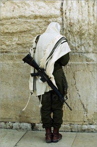 An Israeli Defense Force (IDF) soldier at the Wailing Wall. Jerusalem, Israel