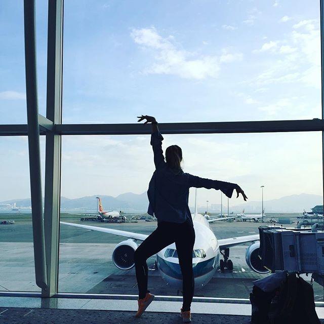 Wie du dir am besten die Zeit am Flughafen vertreiben kannst, erfährst du hier: http://www.gofeminin.de/reise/gestrandet-am-flughafen-s1564681.html