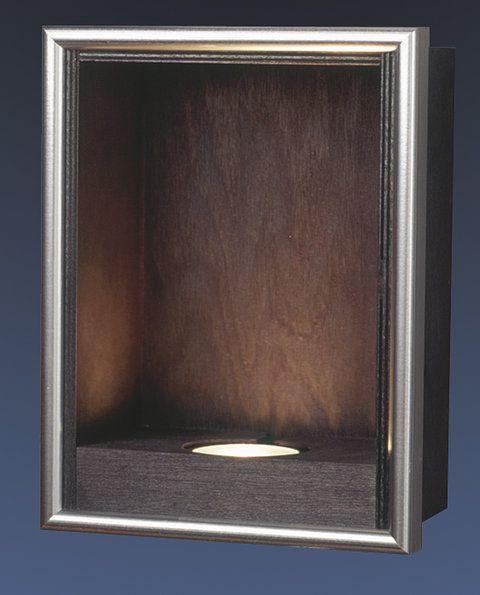 Det finns väldigt många olika varianter av piedestaler för att passa till en mängd olika produkter, här är ex. en Ljusbox som fungerar till att rama in skapa en tavelliknande scen med kristallblocket som man placerar i ljusboxen.