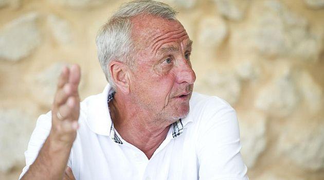 """Cruyff: """"Barça waxay soo iibsan jirtay kubad-sameeyeyaal"""