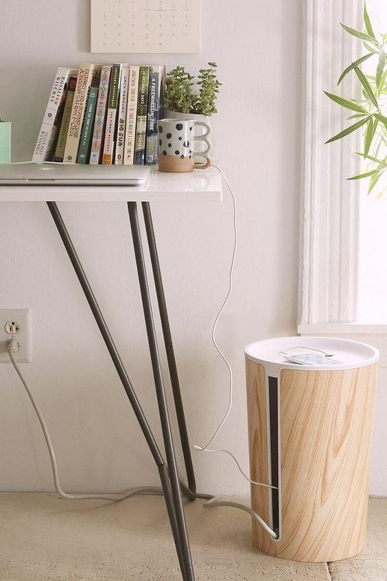 De ideale oplossing voor het wegwerken van alle soorten kabels, zowel groot als klein. De afwerking met houten laminaat geeft het een strakke, modieuze uitstraling.