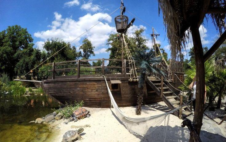 Fantasy golf v Plasech vás přivede i k pirátské lodi. Foto: Oldřich Hájek