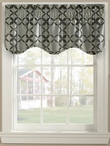 Suspend a spiral scallop valance from your window and add a fun touch to your home décor. #AnnasLinens #Valance