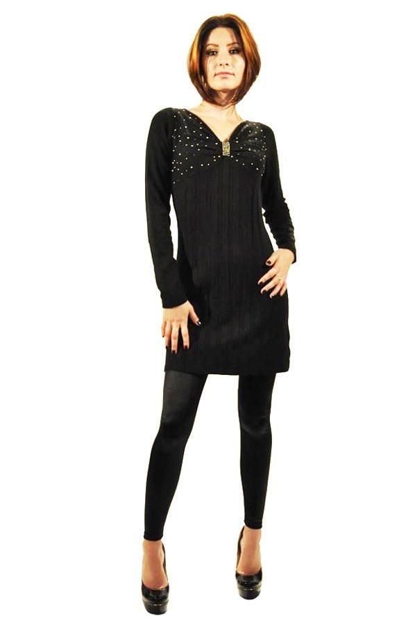 Pulover Dama Diamond  Pulover dama din material calduros, ideal pentru sezonul rece. Model inspirat ce poate fi purtat si ca rochie.  Detaliu - aplicatii fine cu strasuri si margele.     Lungime: 81cm  Latime talie: 34cm  Compozitie: 60%Bumbac, 25%Casmir, 5%Lana, 10%Elasten