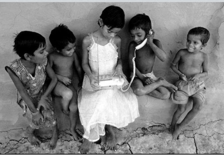 """«Di recente ho scoperto una cosa: i veri amici sono quelli che ci stanno accanto quando accadono le cose belle. Essi si schierano dalla nostra parte, gioiscono per le nostre vittorie. I falsi amici sono quelli che compaiono soltanto nei momenti difficili, con una triste espressione di """"solidarietà"""": in realtà, la nostra sofferenza serve a consolarli per le loro vite miserabili.» (Paulo Coelho, Lo Zahir)"""
