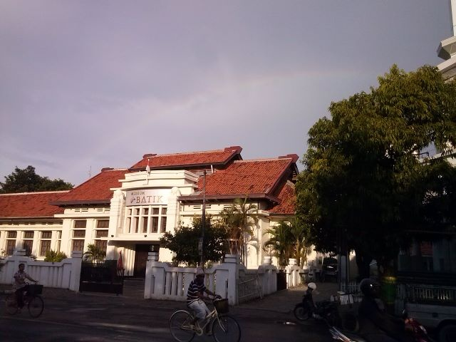rainbow courtesy @AnnisaG