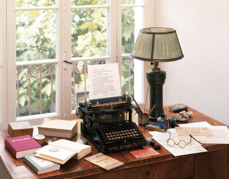 Brille, Briefe, Schreibmaschine: Der Schreibtisch des Dichters im Hesse-Museum in Montagnola sieht noch fast so aus wie zu Zeiten, als der Autor davor gesessen hat.