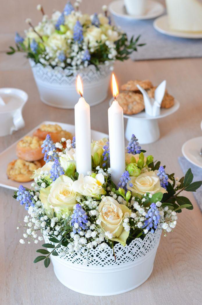 Tischdeko zur Kommunion oder Konfirmation selber machen – Blumendeko in Blau-Weiß
