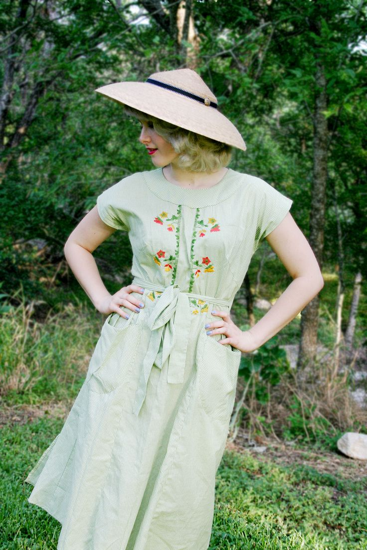 Ava by Tula Hats. 1950's Vintage Swirl Dress.  Excellent Sun Protective Hat