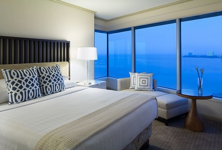 Discover a suite with spectacular city and bay views amid resort-like surroundings at Grand Hyatt Tampa Bay.