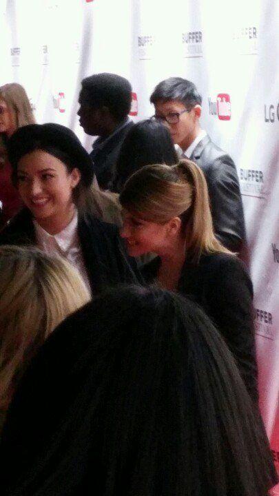 Natasha e Elise no tapete vermelho do Buffer Festival (via @skitgirl29)