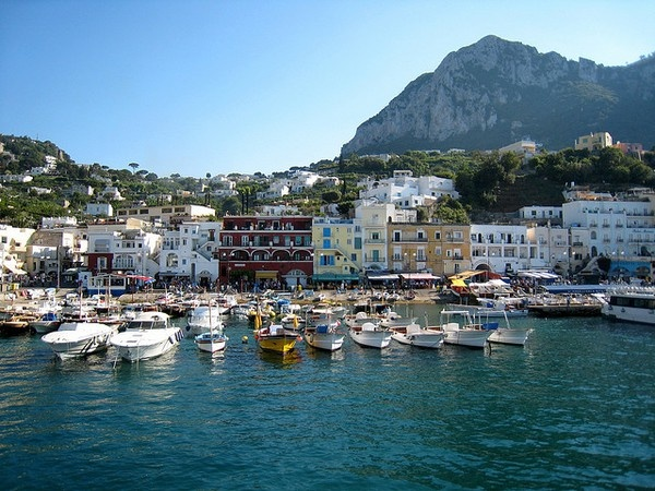 how to get around in capri italy
