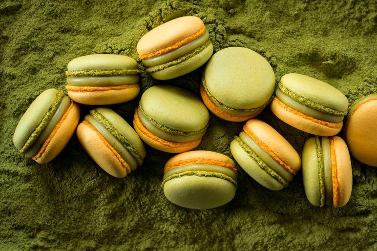 Macarons with white Valrhona chocolate ganache, passion fruit pulp and matcha powder.