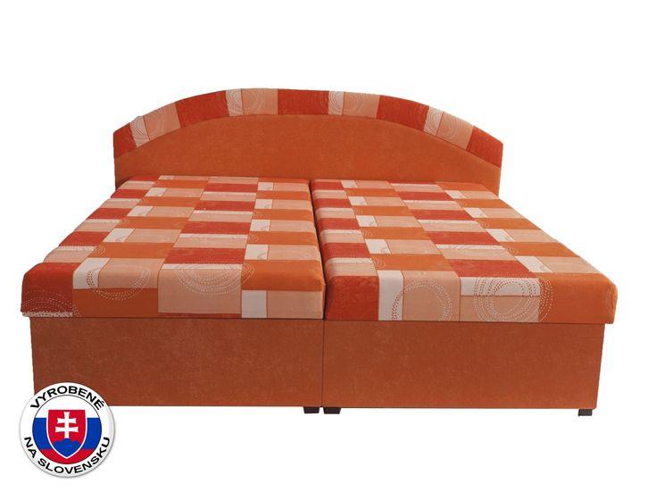 Manželská posteľ Evita je pohodlná, má jednoduchý dizajn a oceníte ju najmä kvôli praktickému úložnému priestoru, ktorý poskytuje. Úložný priestor má výklopný systém otvárania a nachádza sa na boku postele. Matrac postele je vyrobený z molitanu.