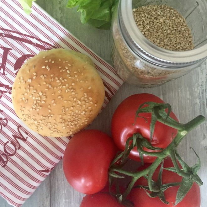Love of Cake - Inspirieren   Probieren    Teilen : Burger - Sesam - Brötchen