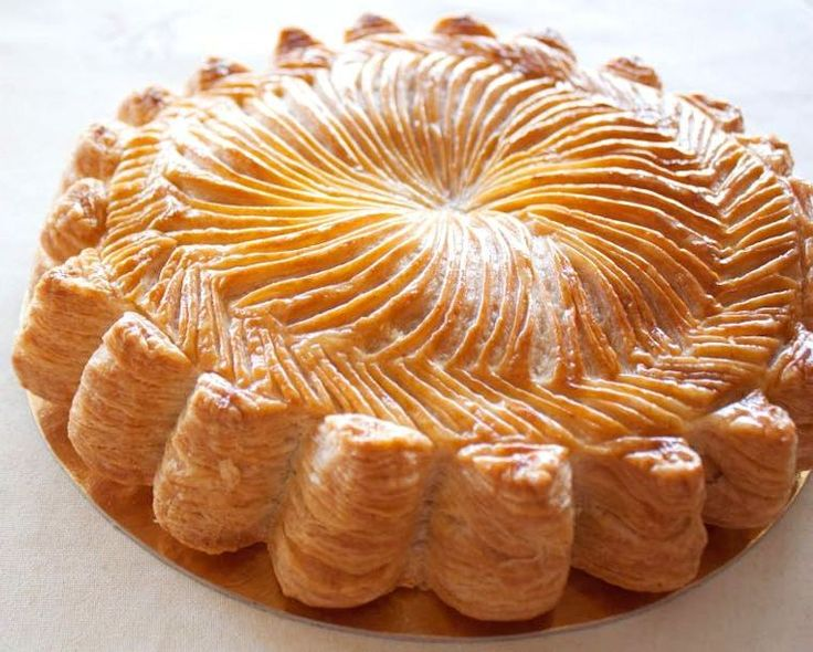 Gateaux Pithivier, I love to make this light, buttery and deliciously moist almond pastry, it's much easier than it looks.