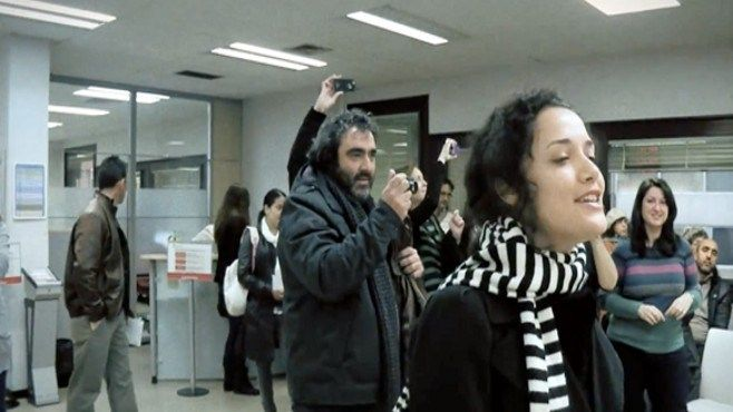 """""""Here Comes The Sun"""" en la Oficina de Desempleo de Madrid ACA: http://www.ronniearias.com/nacio-de-mi/compendio-boludeces/the-beatles-desempleados-en-madrid_21455.html#more-21455"""