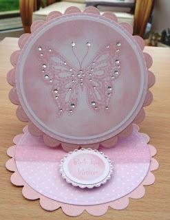 We Are In2crafting - are you?: TUTORIALS - NESTABITLIES SHAPED / EASEL CARDS