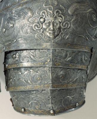 Courtesy of The Royal Armoury. //  Medusahuvud på Erik XIV paradrustnings axelpansar. // Medusa's head on Erik XIV's parade armours pauldrons. // (http://emuseumplus.lsh.se/eMuseumPlus?service=ExternalInterface&module=literature&objectId=56696&viewType=detailView)