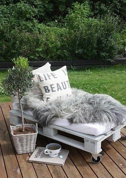 die besten 17 ideen zu lounge aus paletten auf pinterest. Black Bedroom Furniture Sets. Home Design Ideas