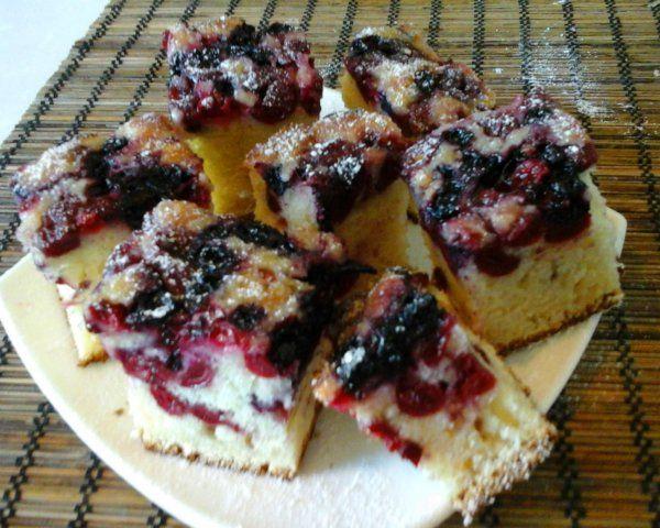 Ribizlis-meggyes kevert sütemény | Mediterrán ételek és egyéb finomságok...