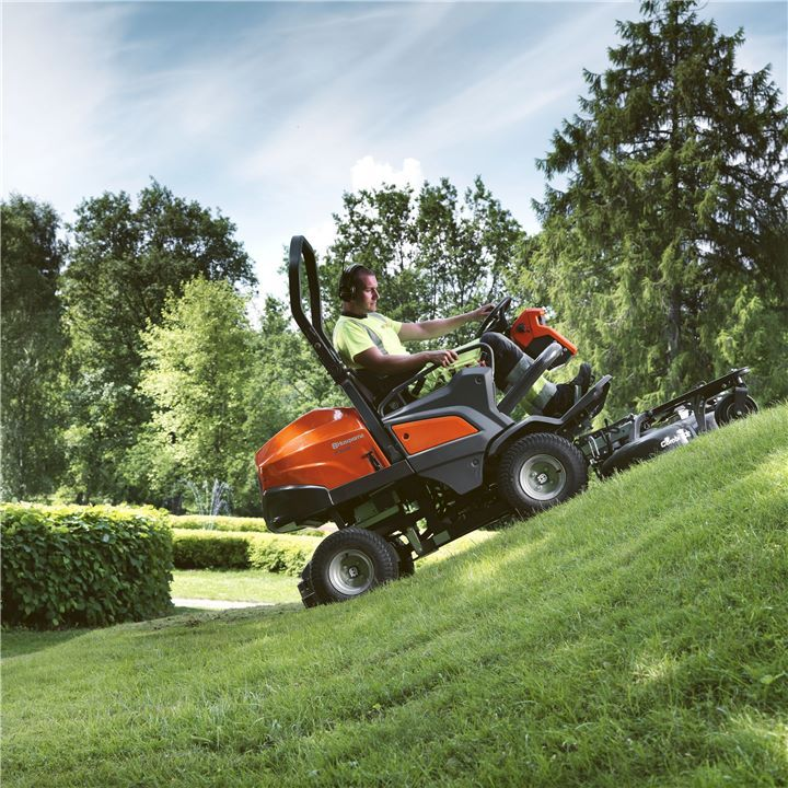 Husqvarna Front mowers are equipped with a front-mounted and low profile cutting deck. It will provide you with an excellent overview of the working area, enabling precise, close-up trimming. It also gives you unbeatable accessibility in under fences, bushes, park benches etc.Find a Front Mower just for you