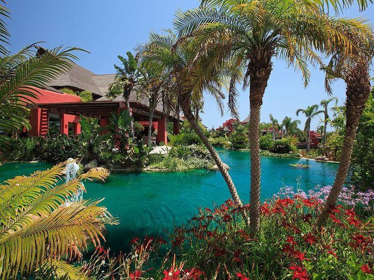 443 vind-ik-leuks, 9 reacties - Asia Gardens Hotel & Thai Spa (@asiagardens) op Instagram: 'Puente de diciembre. Disfruta de la última gran escapada del año en familia. Un viaje único que une…'