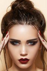 Messy-Bun-Straight-Hair http://followingyourbeauty.wordpress.com/2013/11/05/hair-trend-4-modi-per-tirare-su-i-tuoi-capelli/