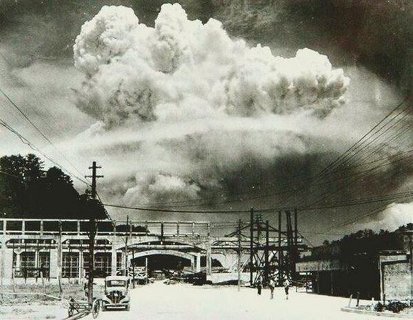 Nagasaki, 20 minuti dopo la bomba atomica, 1945.
