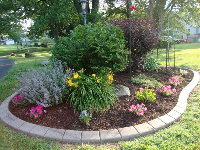 17 best ideas about front flower beds on pinterest front for Small front yard flower bed ideas